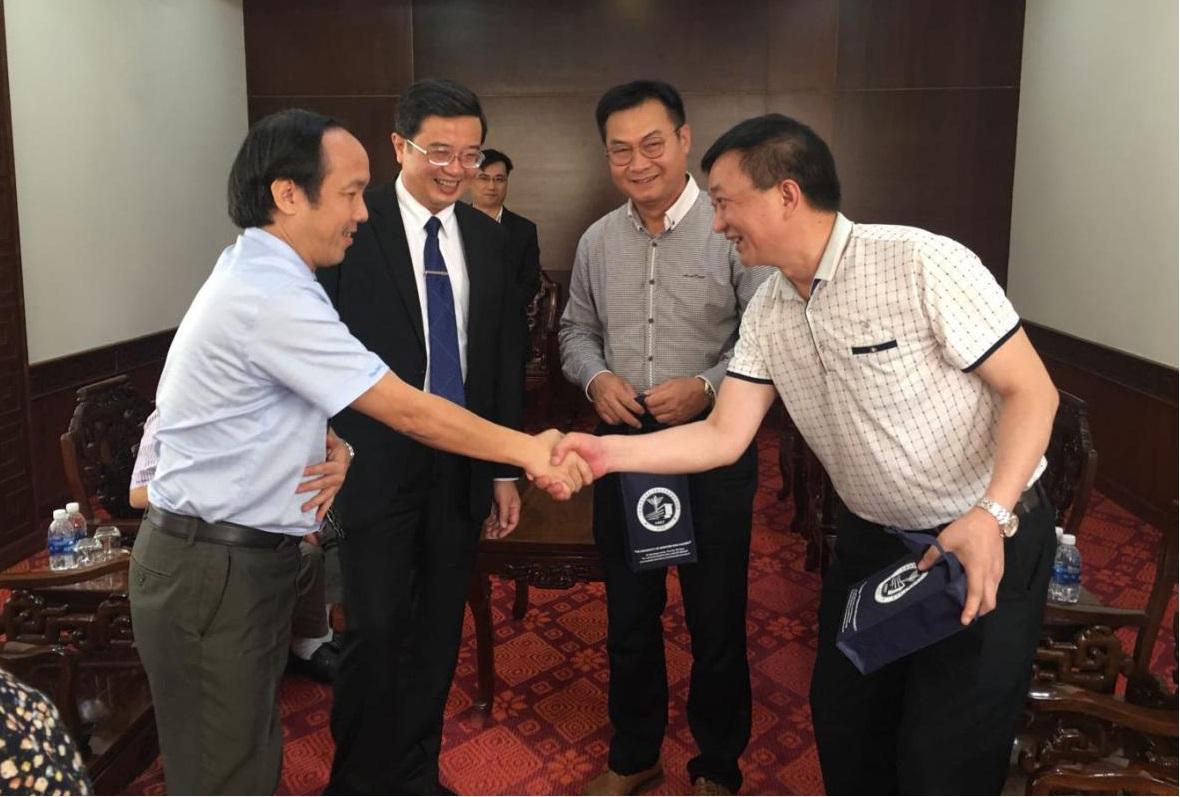 慧康董事长陈明率团访问越南顺华医科大学